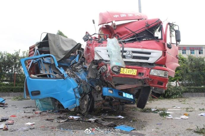 今晨深圳2辆货车相撞 致2人当场身亡