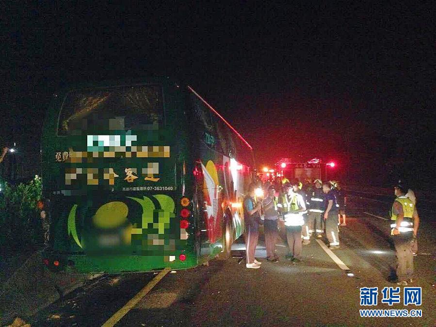 (突发事件·XHDW)(2)台湾高雄发生一起严重交通事故 6死11伤