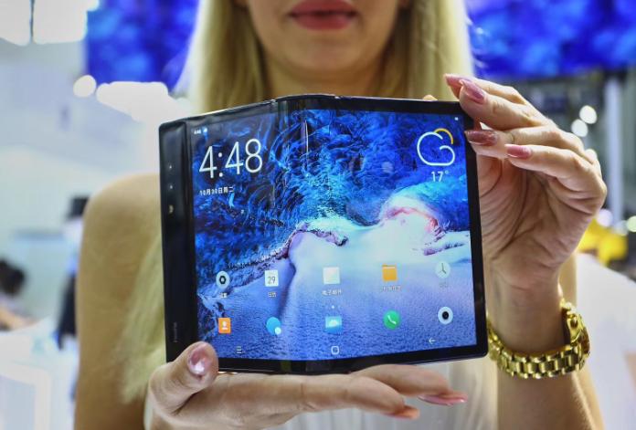 柔宇:全球首款可折叠柔性屏手机惊艳高交会